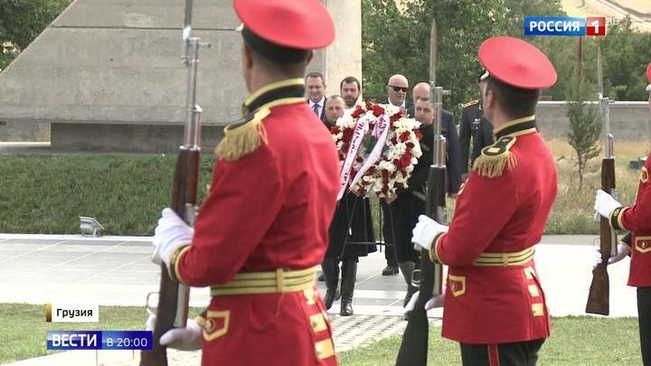 Десять лет мира с 08.08.08: в Абхазии и Осетии прошли минуты молчания, в Грузии — военные учения