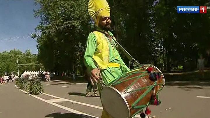 Выходные: фестивали Индии и Турции, бои гладиаторов и зарядка с чемпионкой