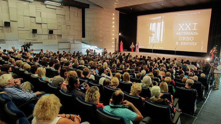 """На фестивале """"Окно в Европу"""" сегодня покажут фильмы """"Облепиховое лето"""" и """"Хрусталь"""""""