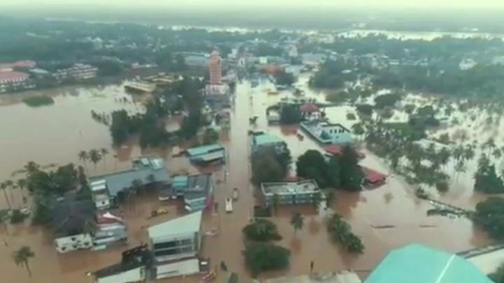 Наводнение в Индии: погибли более 330 человек