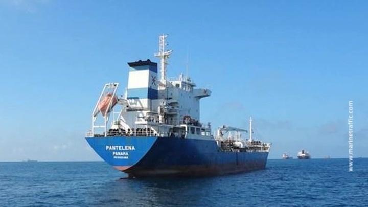 У берегов Африки пропал танкер с российскими и грузинскими моряками