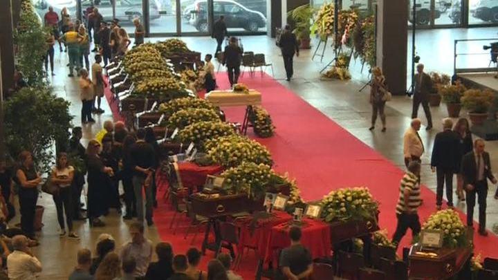 Италия скорбит: число жертв трагедии в Генуе продолжает расти