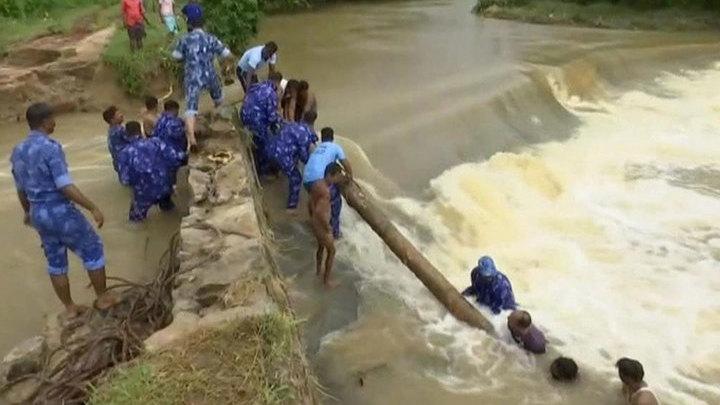 Наводнение в Индии: жертв уже 357