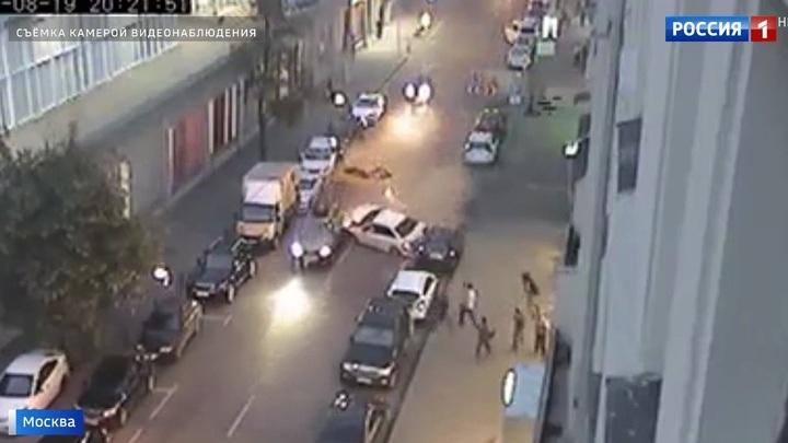 Лихой заезд по Большой Татарской: восемь поврежденных автомобилей и двое пострадавших