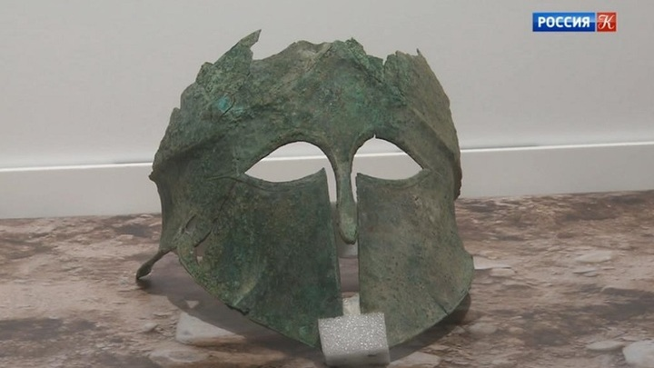 На заседании Российского исторического общества показали греческий бронзовый шлем V века