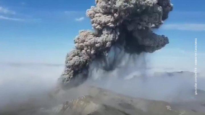 Вулкан Эбеко накрыл пеплом Северо-Курильск