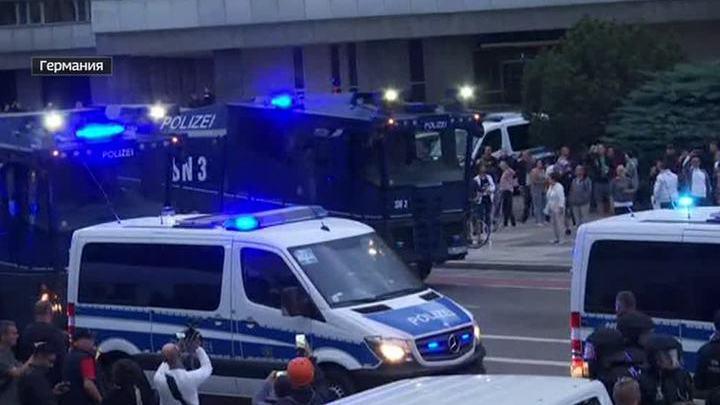 Волнения в Хемнице: полицейские пустили в ход дубинки
