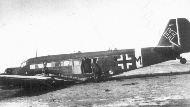 Захваченный «Юнкерск» в Сталинграде. Ноябрь 1942 года