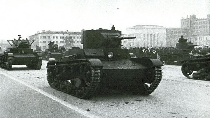 Хроника войны. 1941 год. Танки на марше в Куйбышеве. Фото Тихомирова