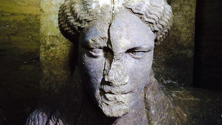Голова кариатиды из гробницы в Амфиполисе