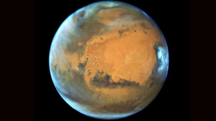 Сейчас вода на Марсе существует в основном в виде льда полярных шапок.