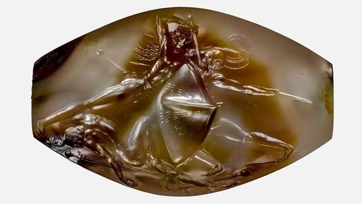 Тела людей, изображённых на камне, выточены с точностью до каждого мускула.