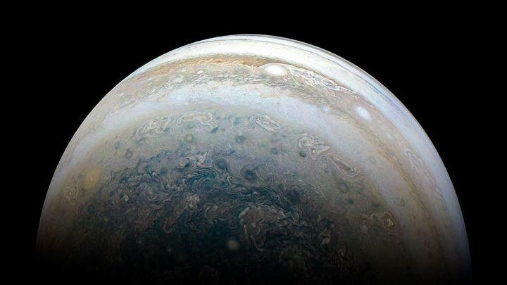 Теперь у Юпитера насчитывается 79 спутников.