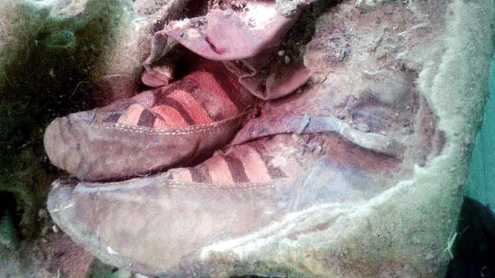 Сапожки на ногах мумии.