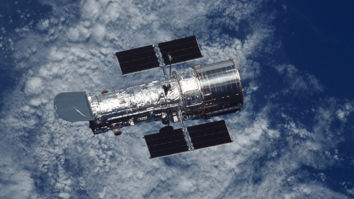 """Космическая обсерватория """"Хаббл"""", данные которой уже через несколько месяцев подтвердят или опровергнут открытие первой экзолуны."""