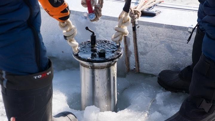 Лёд поглощает около 95% звука и является основным проводником гидроакустических сигналов.