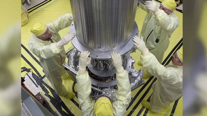 Топливом для реактора служит уран-235.