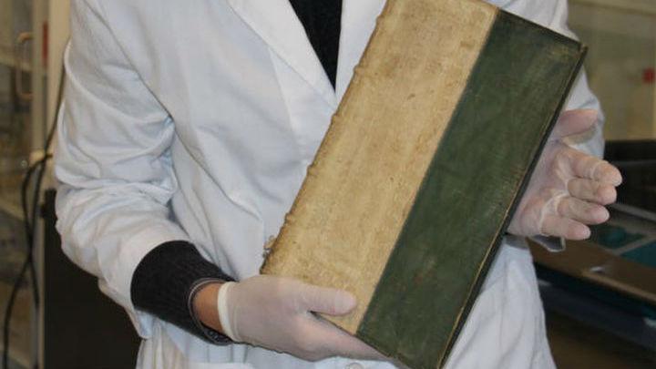 Европейские переплётчики в 16 и 17 веках часто повторно использовали старые пергаменты.
