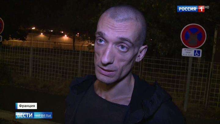 Павленский вышел из тюрьмы и пообещал продолжить бороться за Францию