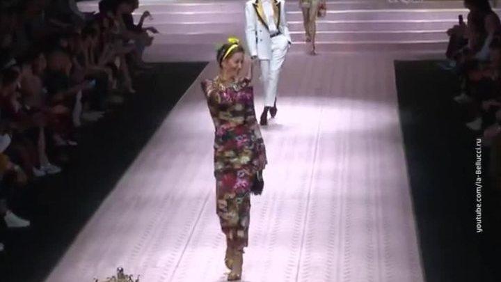 Полвека - не возраст: Карла Бруни и мать Илона Маска покорили Неделю моды в Милане