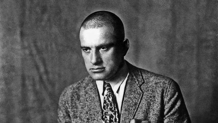 Владимир Маяковский. Студийная фотография 1 января 1920 года