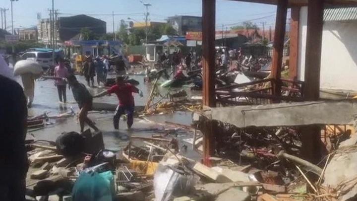 Индонезию сотрясают афтершоки после мощного цунами