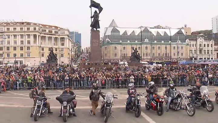 Новый байкер Приморья: Олег Кожемяко поучаствовал в закрытии мотосезона во Владивостоке