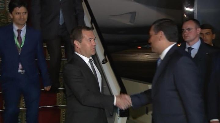 Дмитрий Медведев прилетел в Душанбе для участия в совете глав правительств стран ШОС