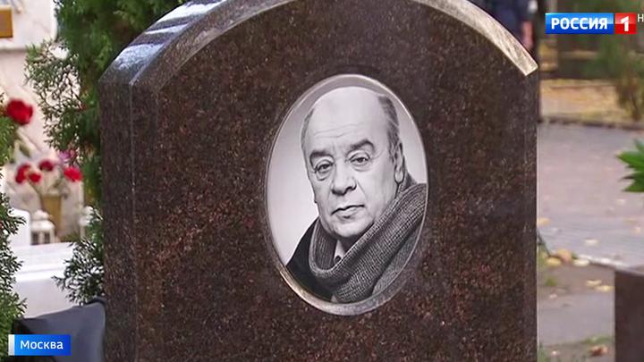 На Новодевичьем кладбище столицы открыли памятник Леониду Броневому
