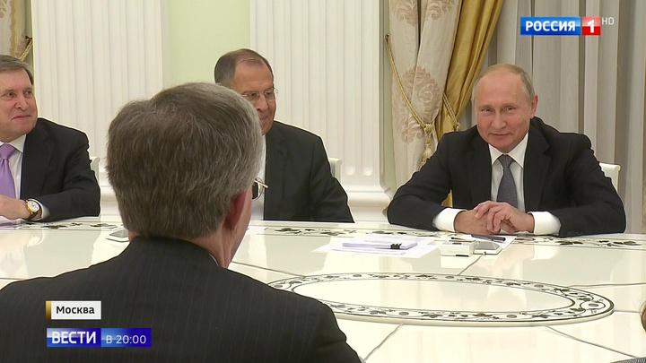 Американский орлан склевал оливки: Путин принял в Кремле помощника Трампа