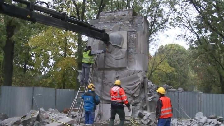 Ломать - не строить: в Варшаве окончательно демонтировали памятник советским солдатам