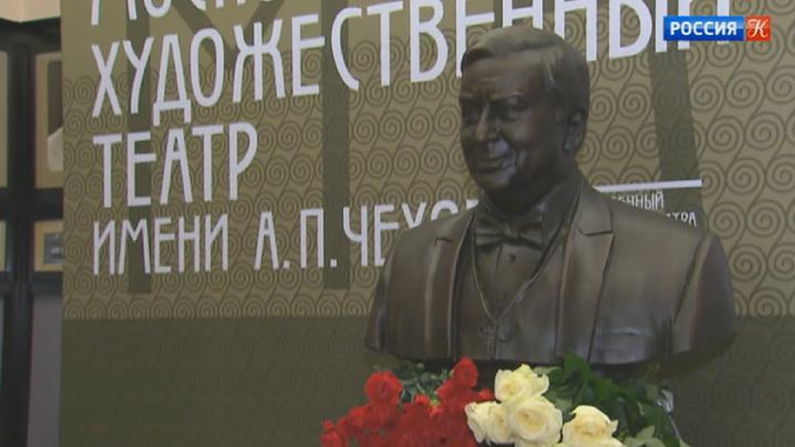 В МХТ им. Чехова открыли памятник Олегу Табакову