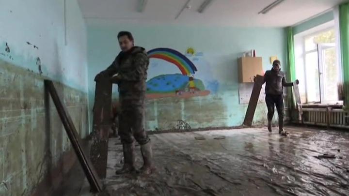 МЧС и военные продолжают борьбу с паводком на Кубани