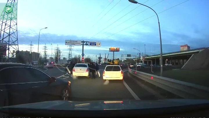 В Котельниках ищут неизвестных, открывших стрельбу по автомобилю