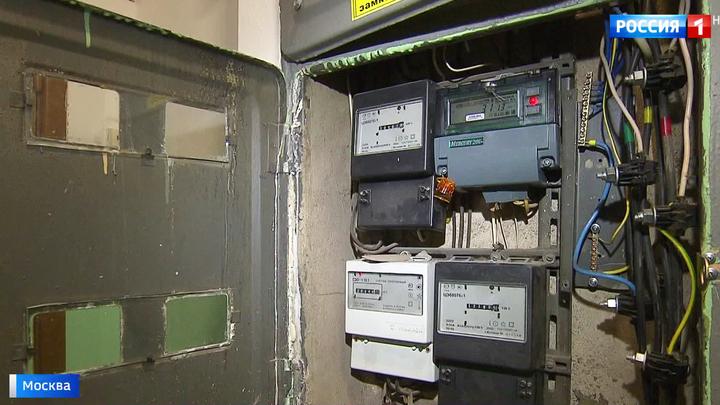 Срывают пломбы, меняют счетчики: москвичей атакуют фальшивые электрики