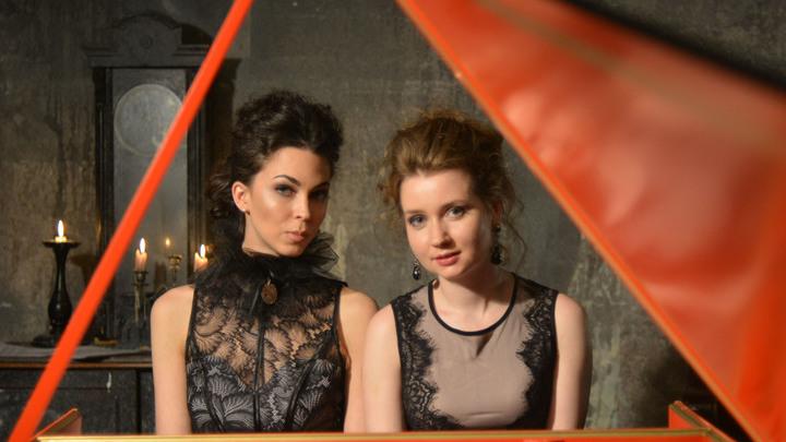 Анна Кискачи и Анастасия Антонова за клавесином. Фото предоставлено Анной Кискачи и Анастасией Антоновой