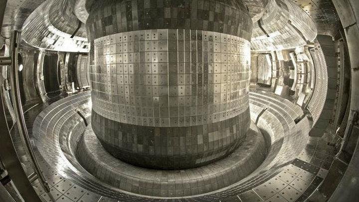 Экспериментальный термоядерный реактор нагрел плазму до громадной температуры.