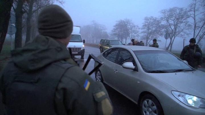 Украина не пускает россиян и усложняет жизнь тем, кто там остался