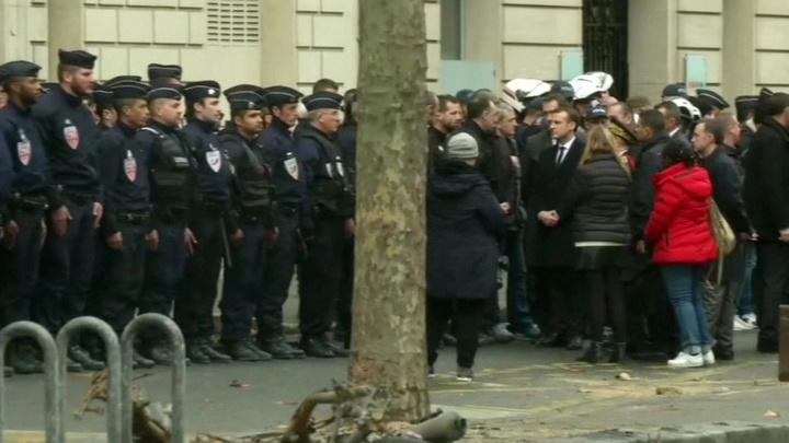 Макрон и Кастанер осмотрели разрушения в центре Парижа