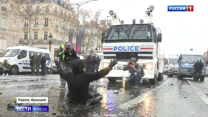 Беспорядки во Франции достигли наивысшего уровня: президент Макрон молчит