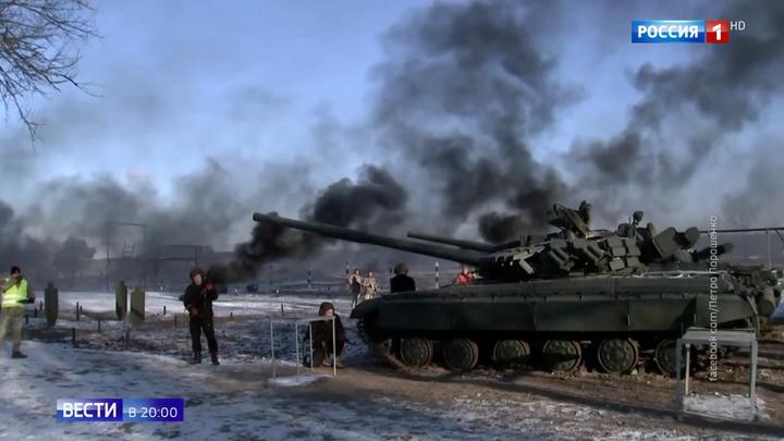 Наступление по всем фронтам: на Украине обыскивают храмы и стягивают к границе технику