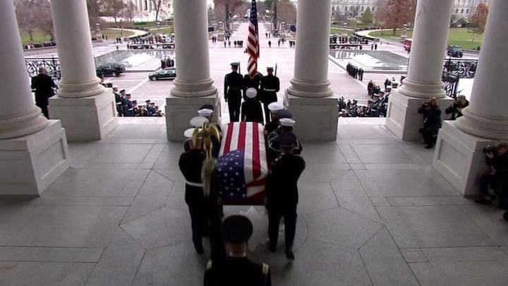 Джорджа Буша-старшего похоронят в Техасе рядом с супругой Барбарой