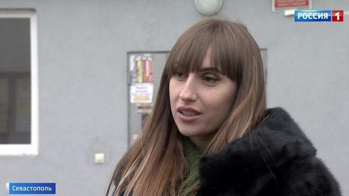 Он стоял рядом на колене: спасенная Розенбаумом девушка рассказала о ЧП в самолете