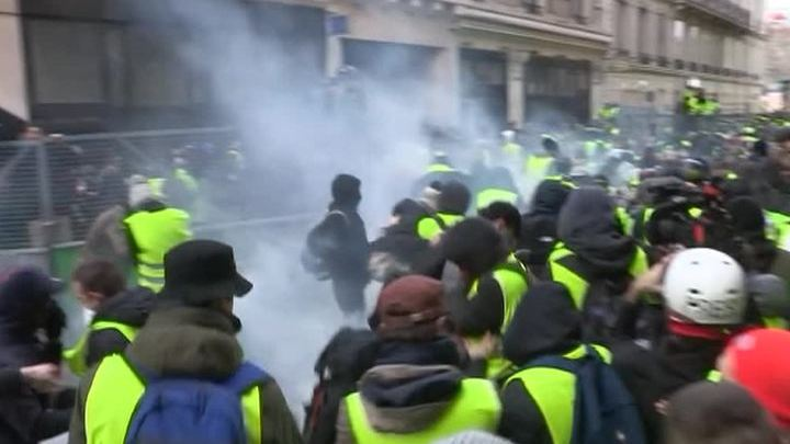 """Франция подводит итоги манифестаций """"желтых жилетов"""""""