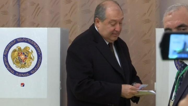 Президент Армении проголосовал на выборах