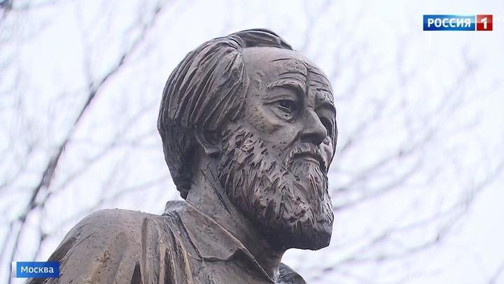 Владимир Путин принял участие в открытии памятника Александру Солженицыну