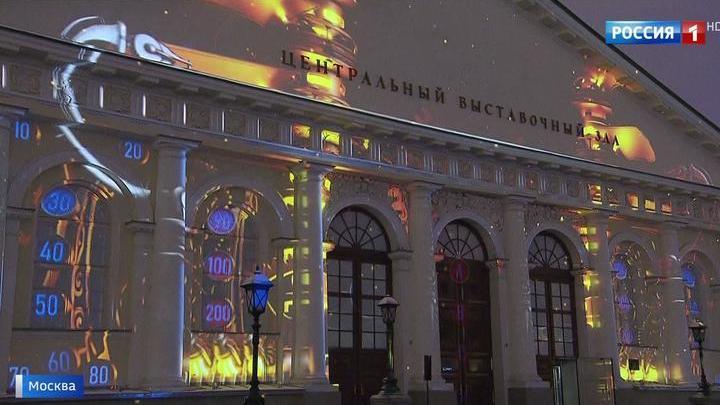 Новогодняя сказка: на фасаде Манежа покажут сразу два световых шоу
