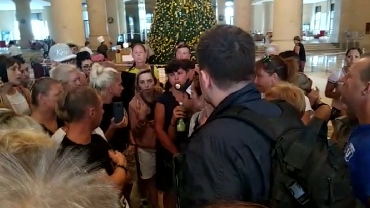 Более 80 туристов из Хабаровска вернулись с Хайнаня домой