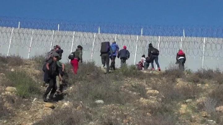 Кабмин США может уйти в отставку из-за разногласий по мексиканской стене