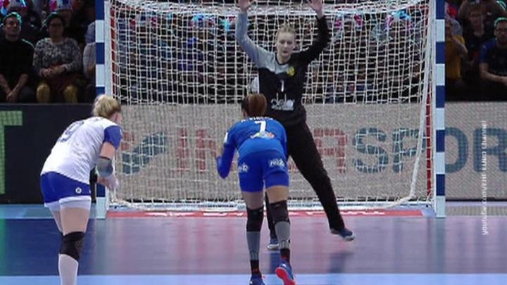 Женская сборная России по гандболу завоевала серебро на чемпионате Европы